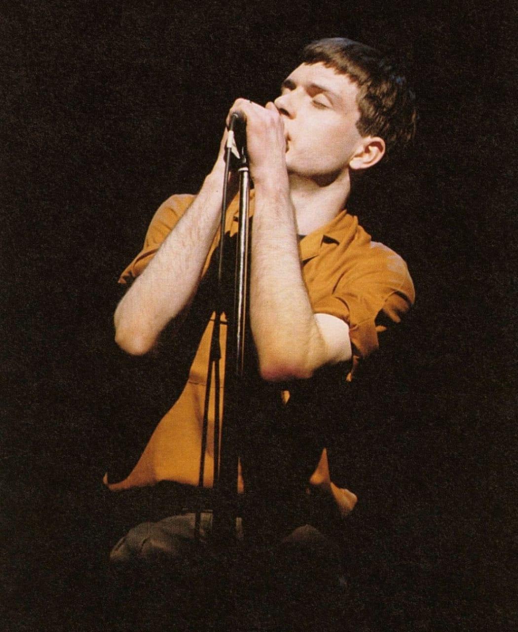 Voimer Cataneo: No último 18 de maio completaram-se 41 anos da morte do vocalista e letrista de uma das bandas mais influentes do rock, o Joy Division. Nesta data, falecia Ian Curtis.